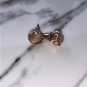 Jewelry - Nude and gold earrings